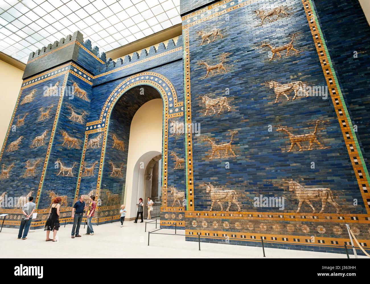 Pergamonmuseum Museumsinsel Berlin Deutschland Stockfotos Und Bilder Kaufen Alamy