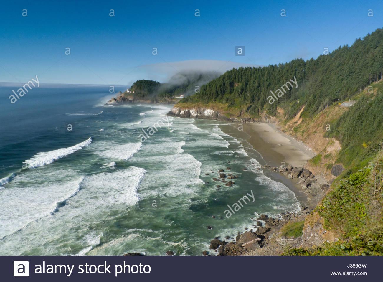 Nebel treiben in den Pazifischen Ozean rund um das Heceta Head Lighthouse, Sea Lion Point, Florenz, Lane County, Stockbild