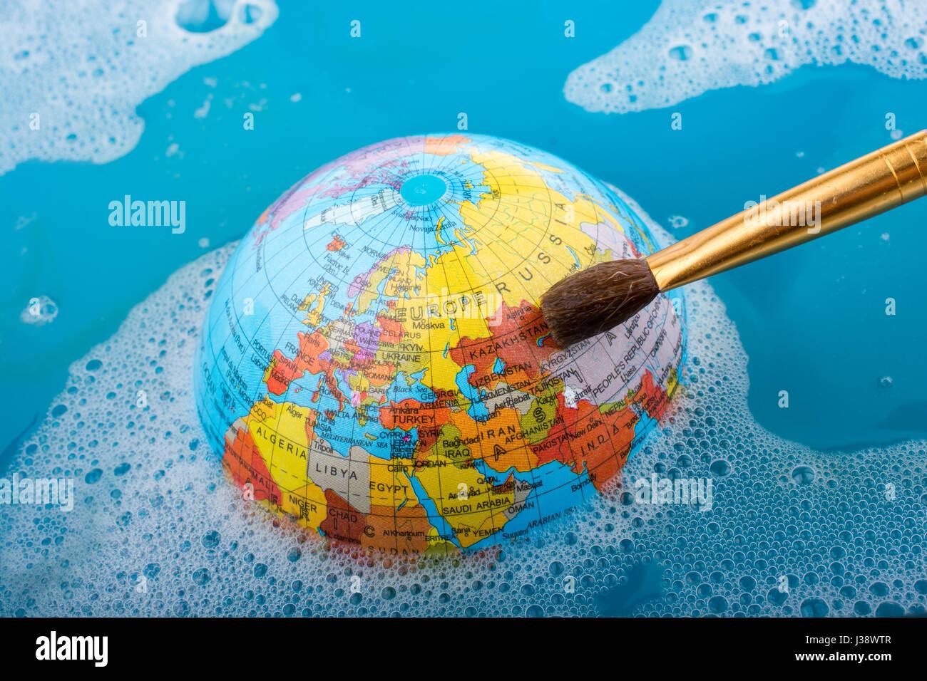 Pinsel Auf Globus In Wasser Gelegt Mit Schaum Bedeckt Stockfoto