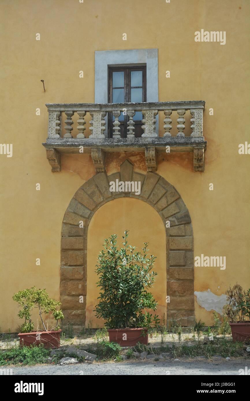 Alten Balkon Aus Stein In Einem Gelben Haus In Der Toskana Italien