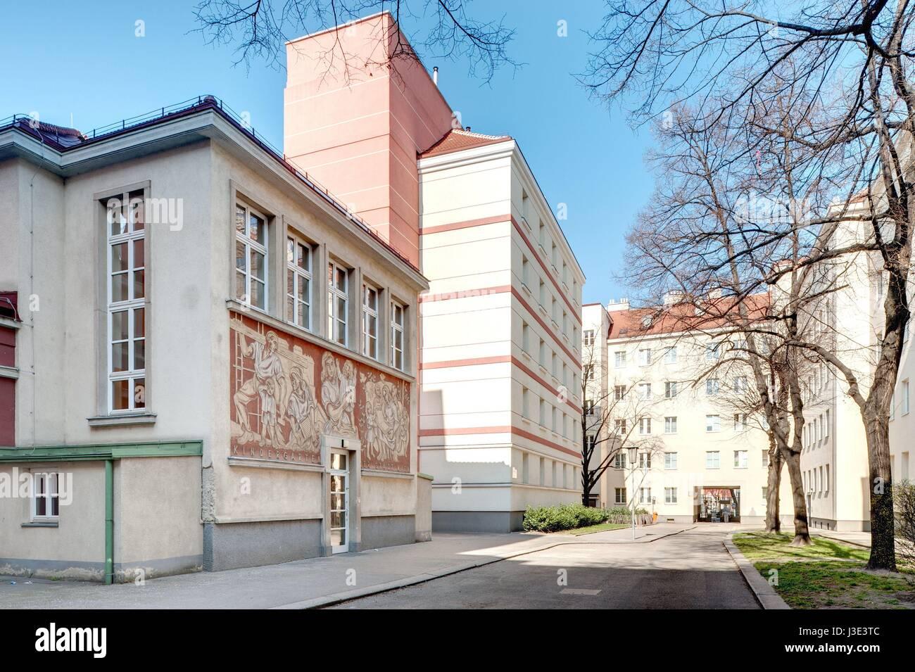 Wien, Gemeindebau der 1950er Jahre, Ebelsberg-Hof, Otto Schönthal Stockbild
