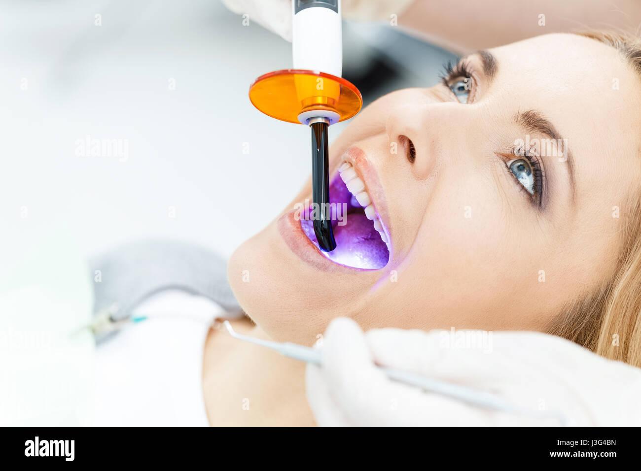 Des Uv Auf Up Dental Härtung Teilansicht Zahnarzt Lampe Close Die 5c4LR3jqAS