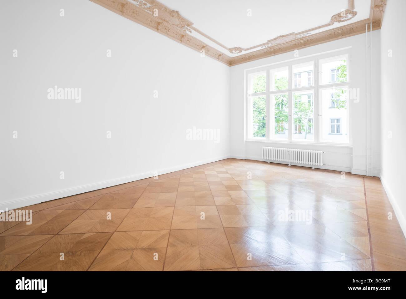 leeren raum mit parkettboden und stuckdecke neu renovierte wohnung im altbau stockfoto bild. Black Bedroom Furniture Sets. Home Design Ideas
