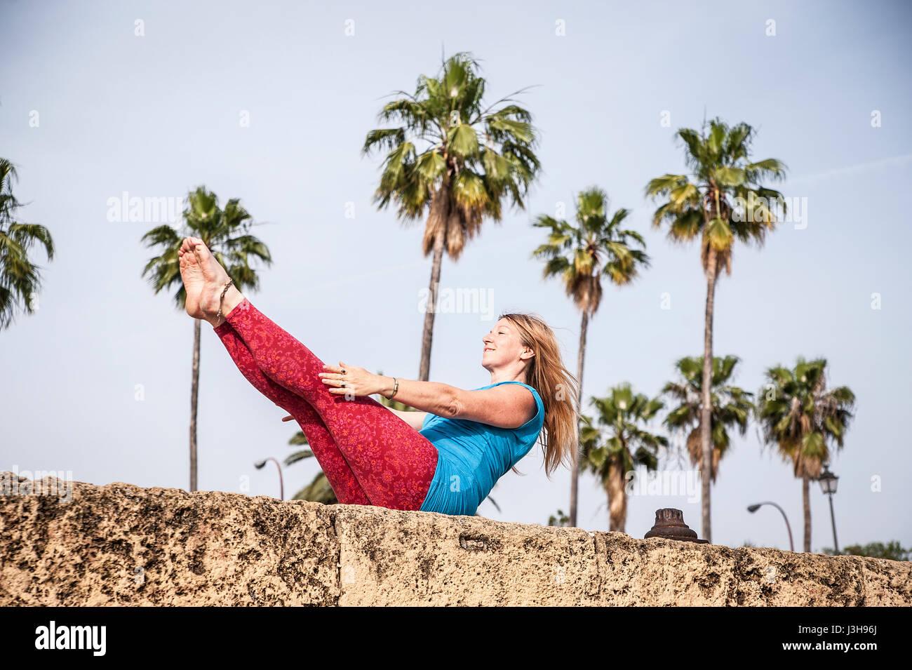 Spanien, Sevilla: Claudia ist eine professionelle Yoga-Lehrerin. Stockfoto