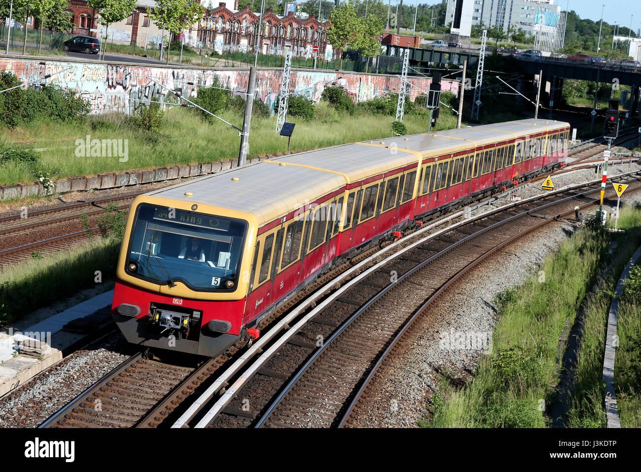 Klasse 481 Zug der Berliner S-Bahn, eine s-Bahn Eisenbahn-System in und um Berlin, die Hauptstadt Deutschlands. Stockfoto