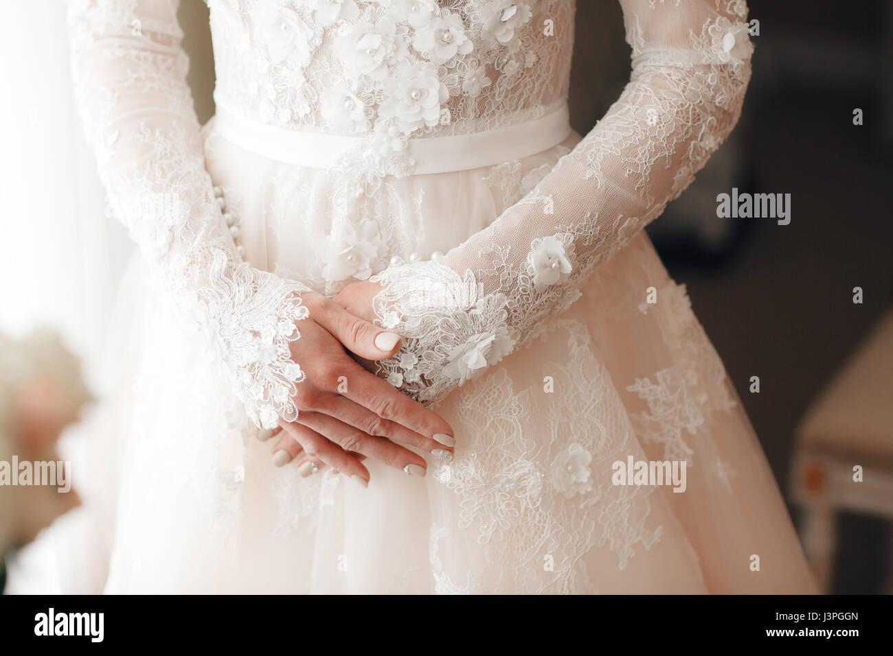 Closeup Bride Engagement Ring Stockfotos & Closeup Bride Engagement ...