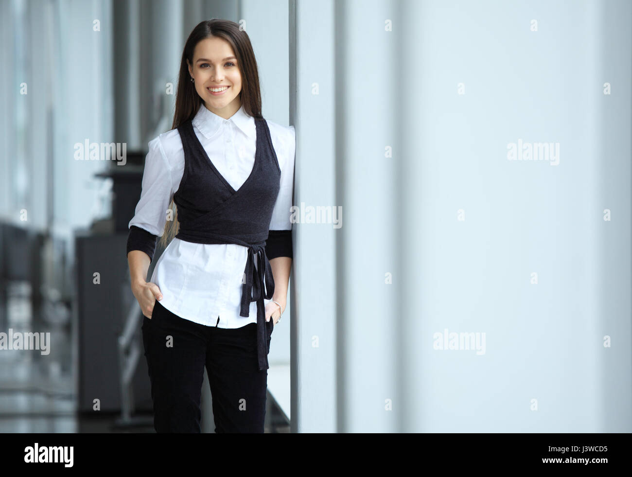 Moderne Business Frau Im Büro Stockfoto Bild 140085489 Alamy
