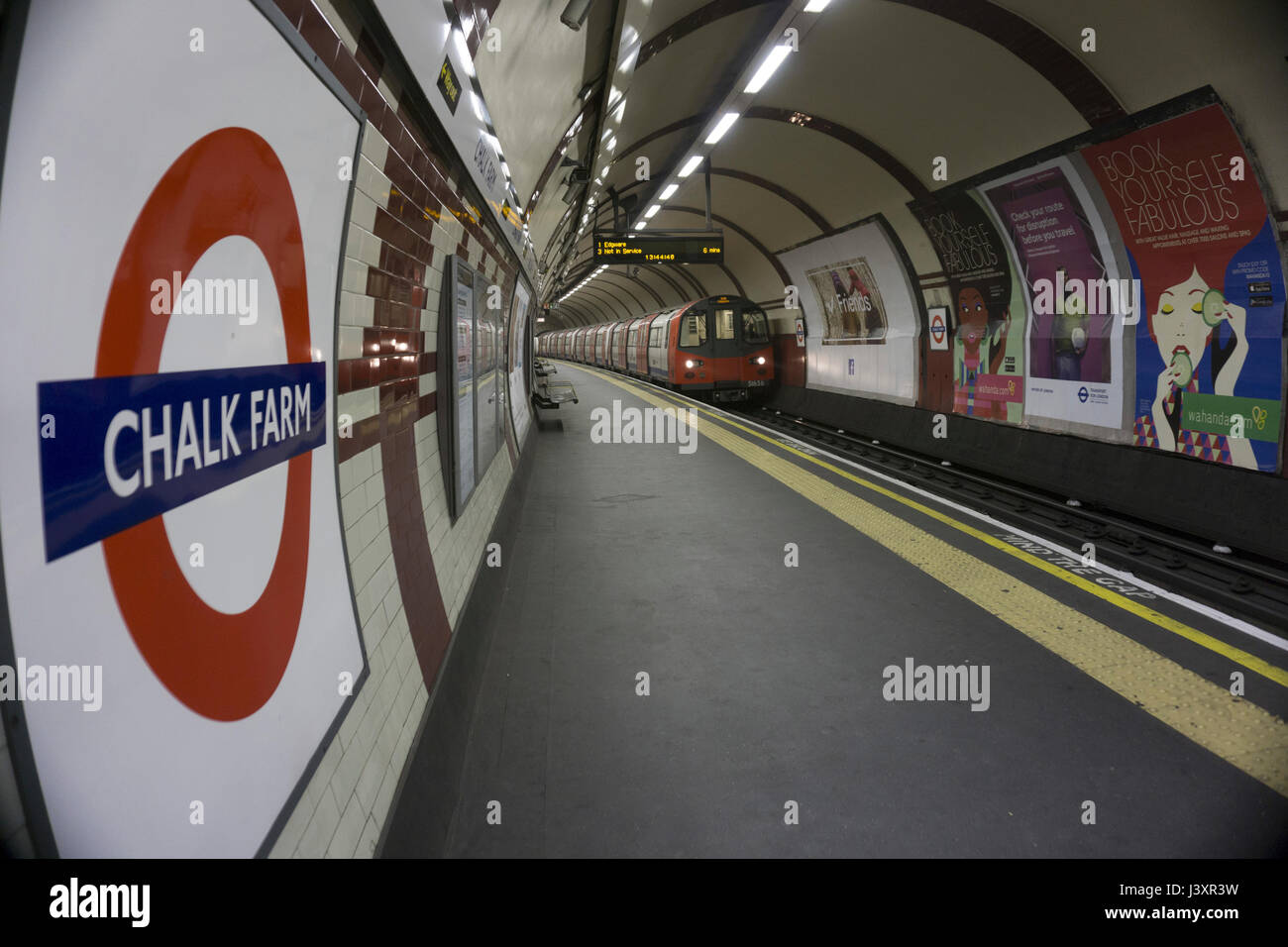 Die Chalk Farm Metrostation an der Londoner Northern Line, die nächstgelegene Station Camden Market Stockbild