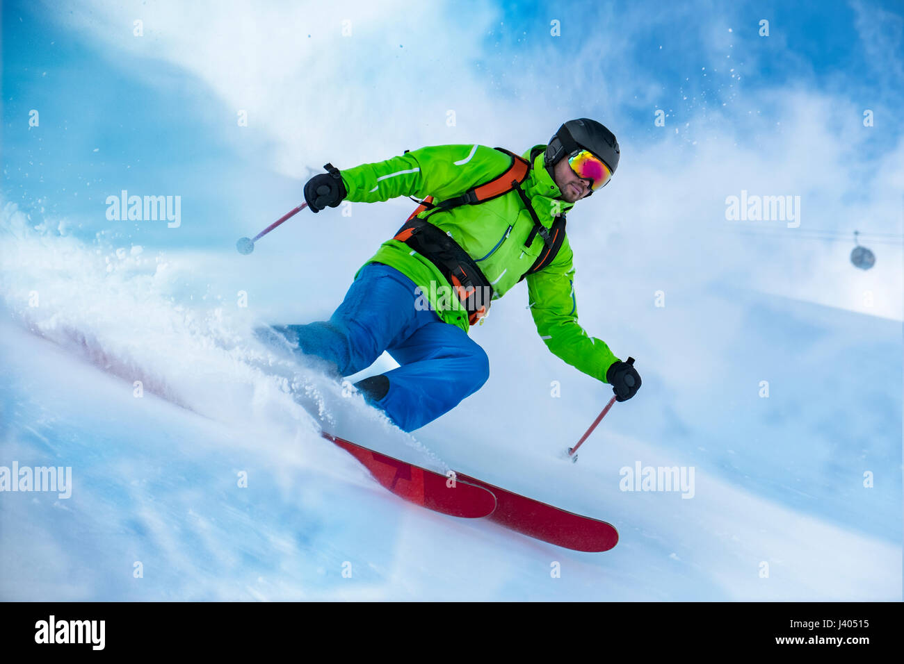 Markante Schuss von bunt bekleidet Freerider Ski Schnee-Welle. Stockfoto