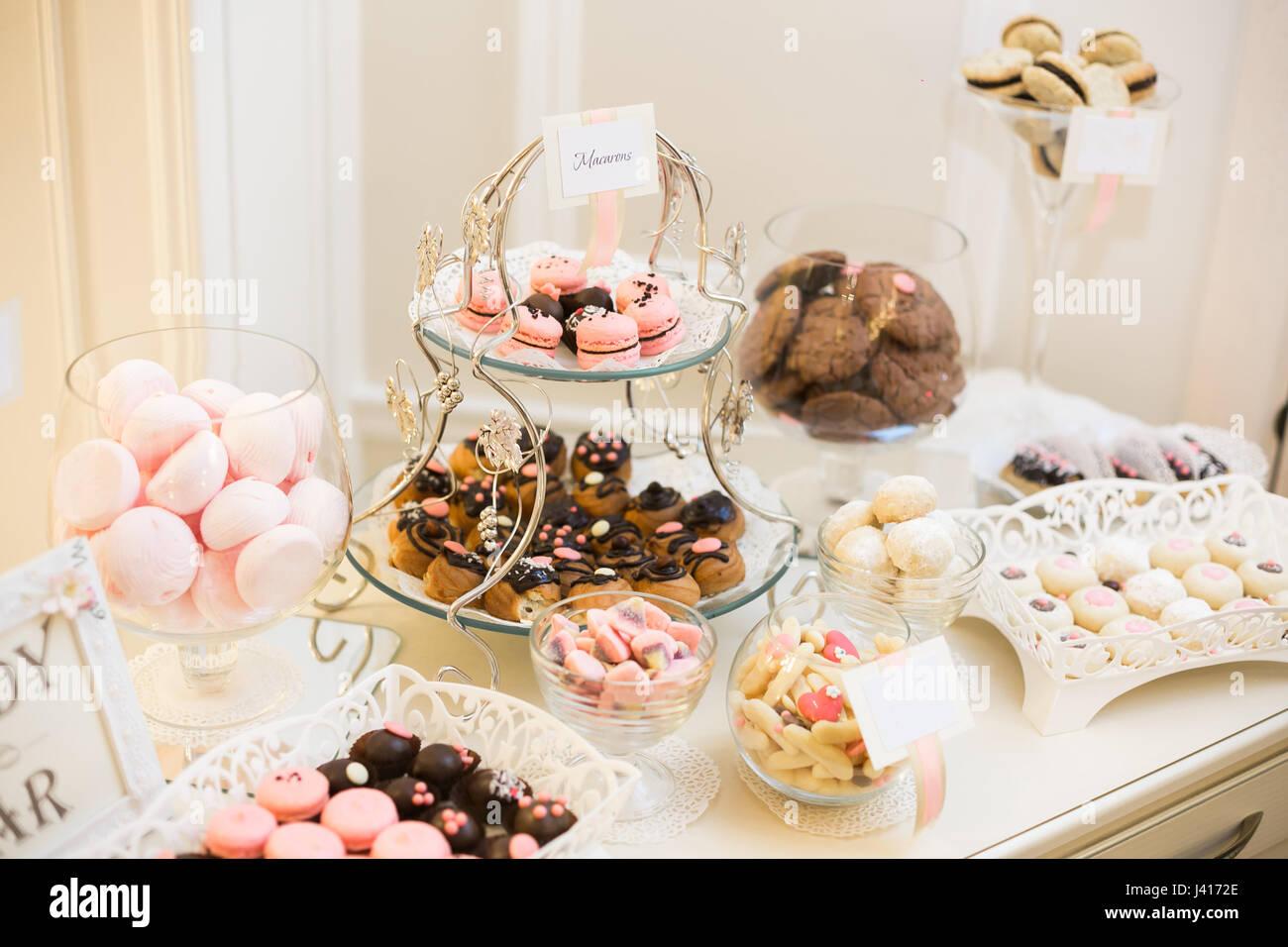 Candy Bar Banketttisch Voller Desserts Und Eine Auswahl An