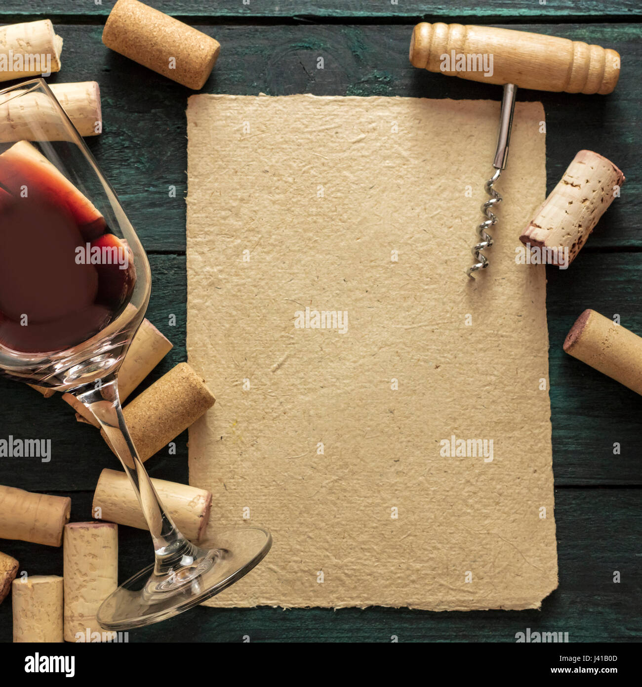 Ein Stück der alten Pergament-Papier mit einem Rahmen aus Korken ...