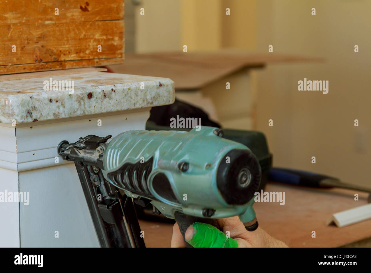 Man Wood Frame Stockfotos & Man Wood Frame Bilder - Seite 26 - Alamy