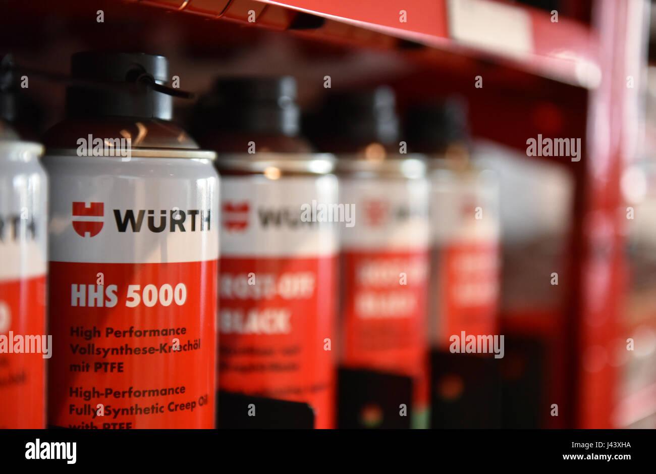 Würth Mini Kühlschrank : Synthetic oil stockfotos & synthetic oil bilder alamy