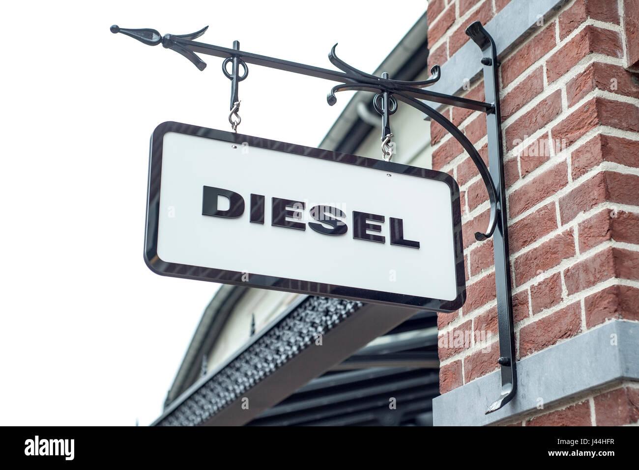Roermond, Niederlande 07.05.2017 - Logo des Diesel Jeans Store im Mc Arthur Glen Designer Outlet shopping-Bereich Stockfoto