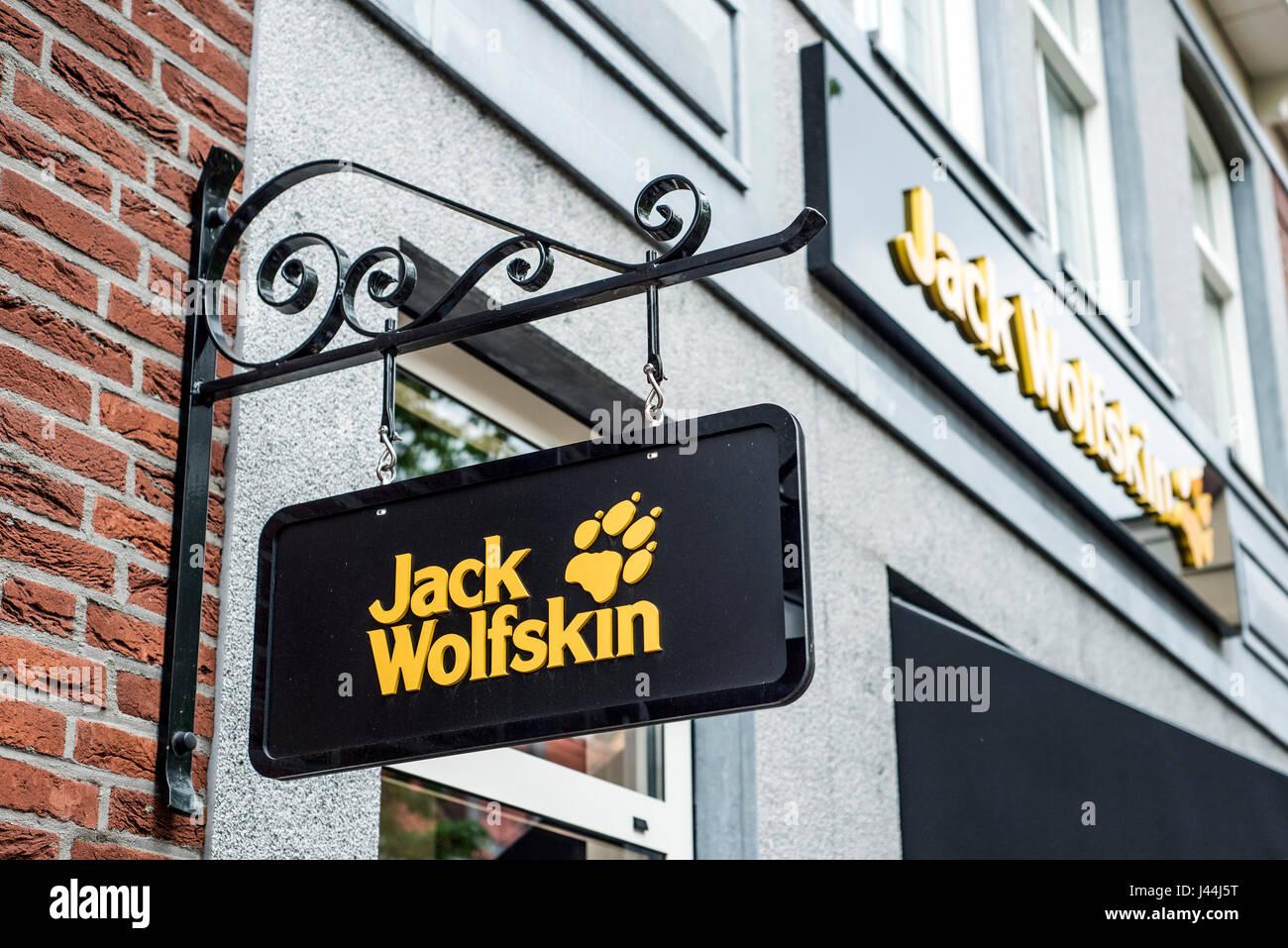 9a75650eb12220 Roermond Niederlande 07.05.2017 - Logo von Jack Wolfskin Outdoor Kleidung  Shop Mc Arthur Glen Designer Outlet shopping-Bereich