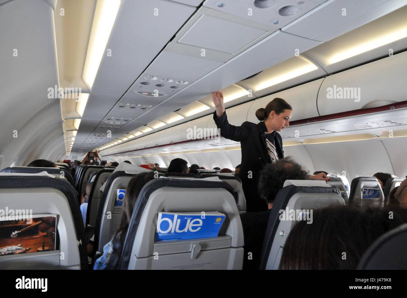 Innenraum der kabine von einem aegean airlines airbus a320 for Innenraum planen