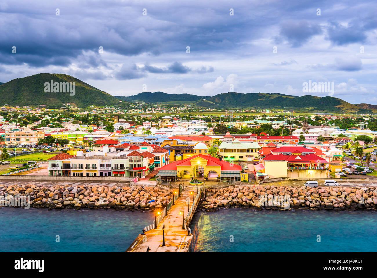 Basseterre, St. Kitts und Nevis Stadt Skyline am Hafen. Stockbild