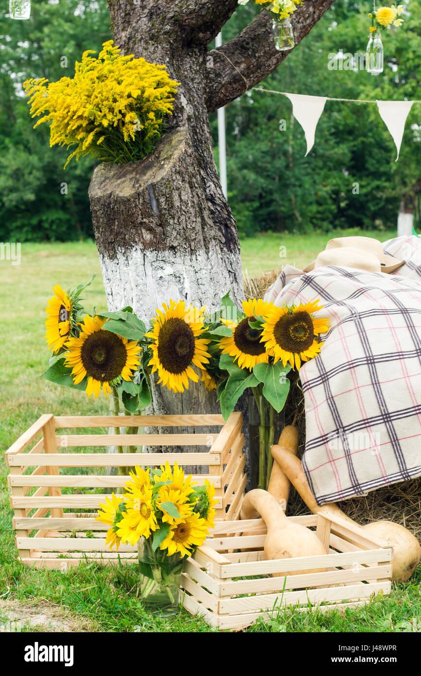 hochzeit floristik im rustikalen stil dass eine land stil hochzeit mit wildblumen und. Black Bedroom Furniture Sets. Home Design Ideas