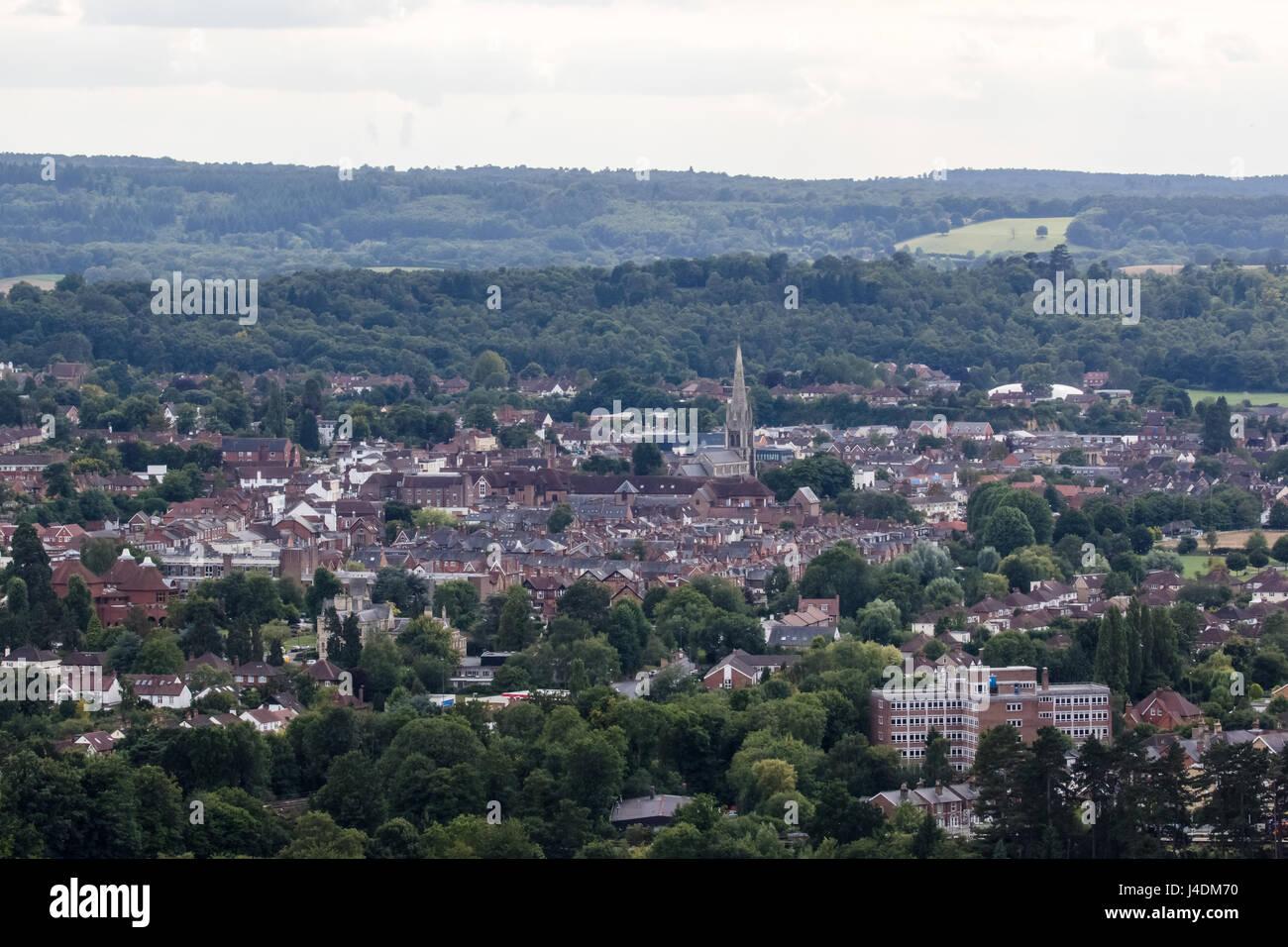 Blick über den Markt der Stadt Dorking, Surrey, England, von der Oberseite der Box Hill, North Downs. Surrey Stockbild