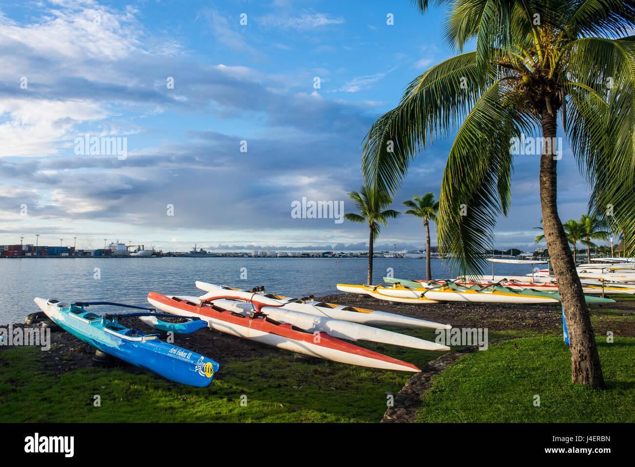 Viele Kajaks am Strand von Papeete, Tahiti, Gesellschaft-Inseln, Französisch-Polynesien, Pazifik Stockbild