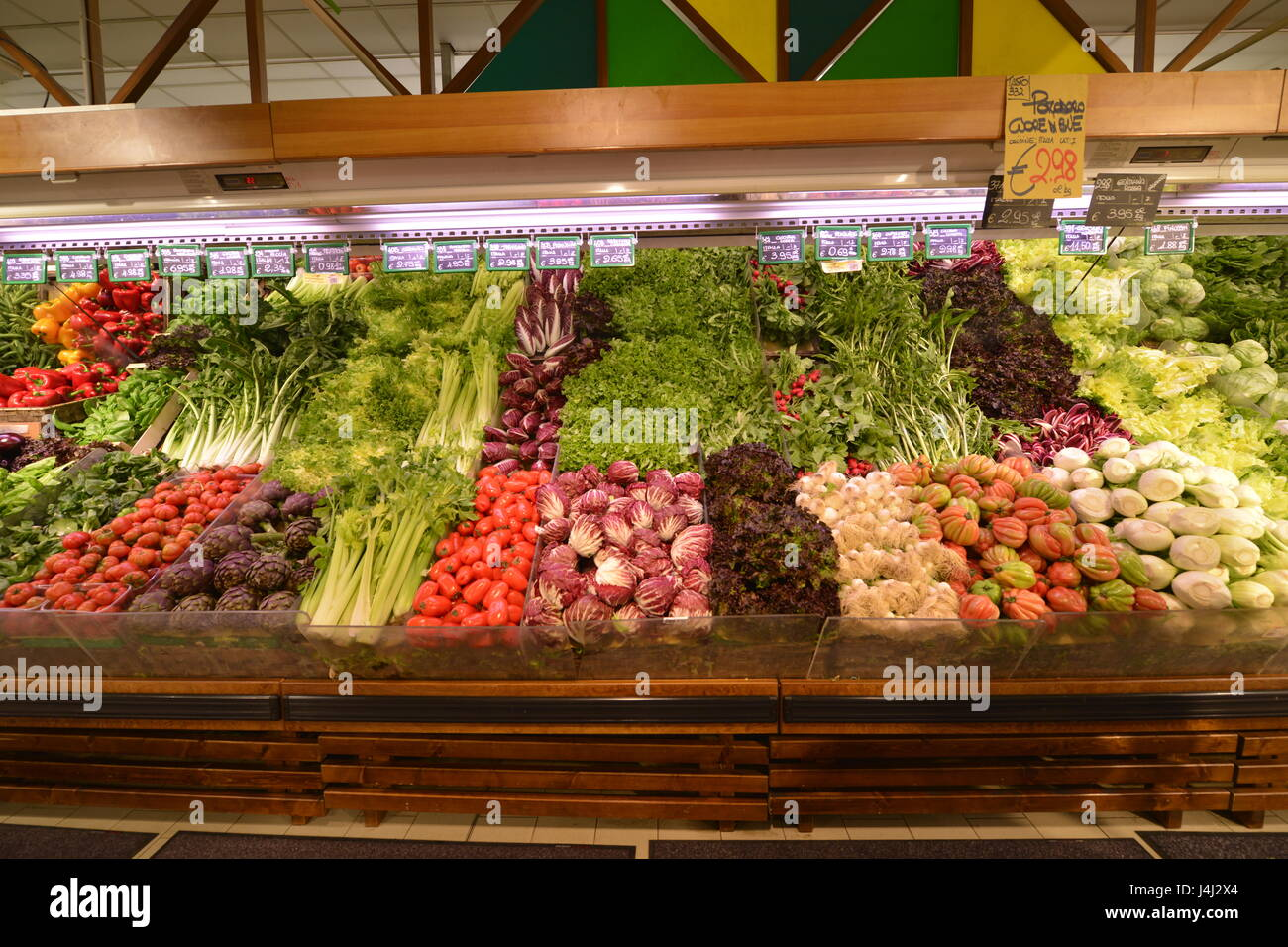 vegetables a superstore stockfotos vegetables a superstore bilder alamy. Black Bedroom Furniture Sets. Home Design Ideas