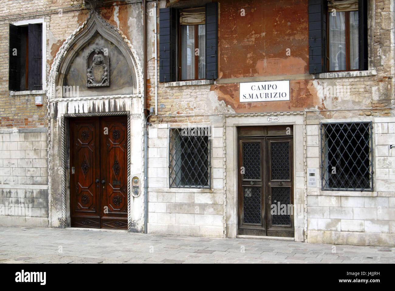 Italien Venedig Campo San Maurizio Hausfassade Alte Kaputte