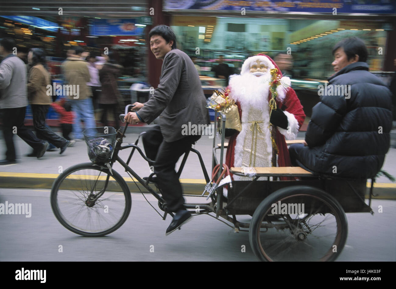 China, Shanghai, Straßenszene, Fahrrad Taxi, Santa Claus kein Model ...
