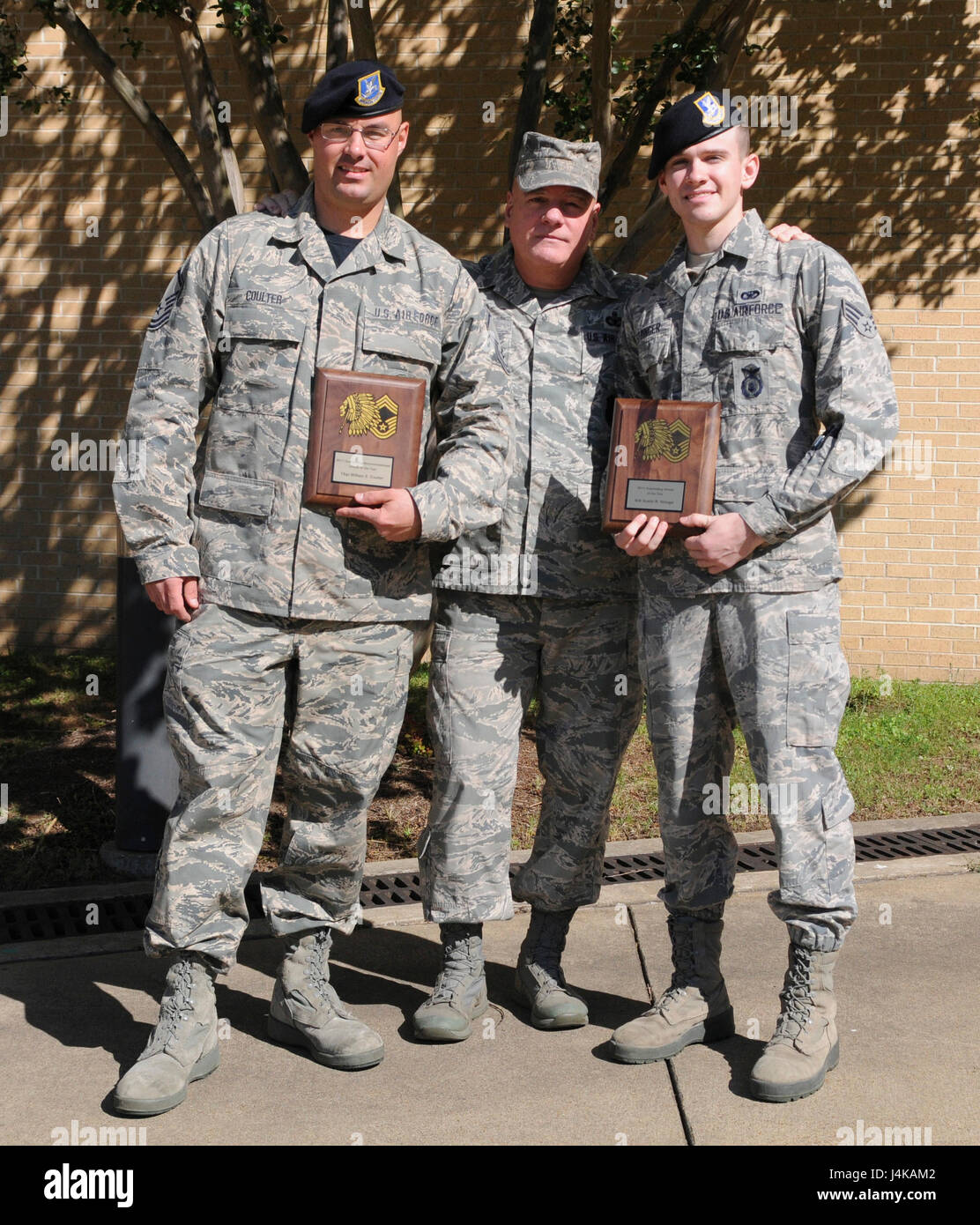 187. Fighter Wing, Montgomery Regional Airport, AL präsentiert herausragende Airmen of the Year Award MSgt Stockbild