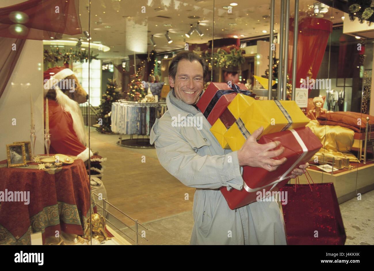 Weihnachten, Mann, macht Einkäufe, Weihnachtsgeschenke glücklich ...