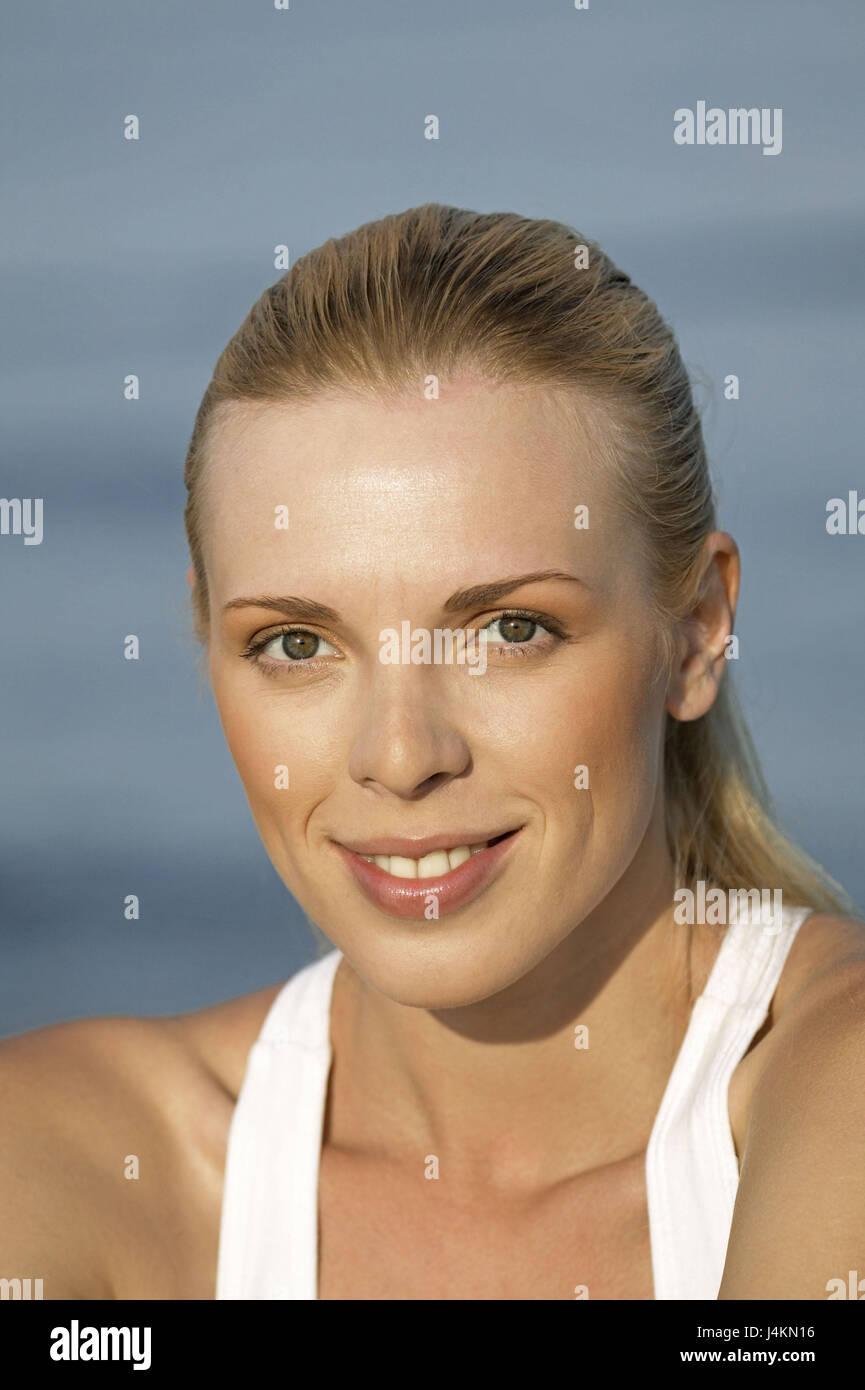 strand, frau, jung, blond, lächeln, porträt 20-30 jahre
