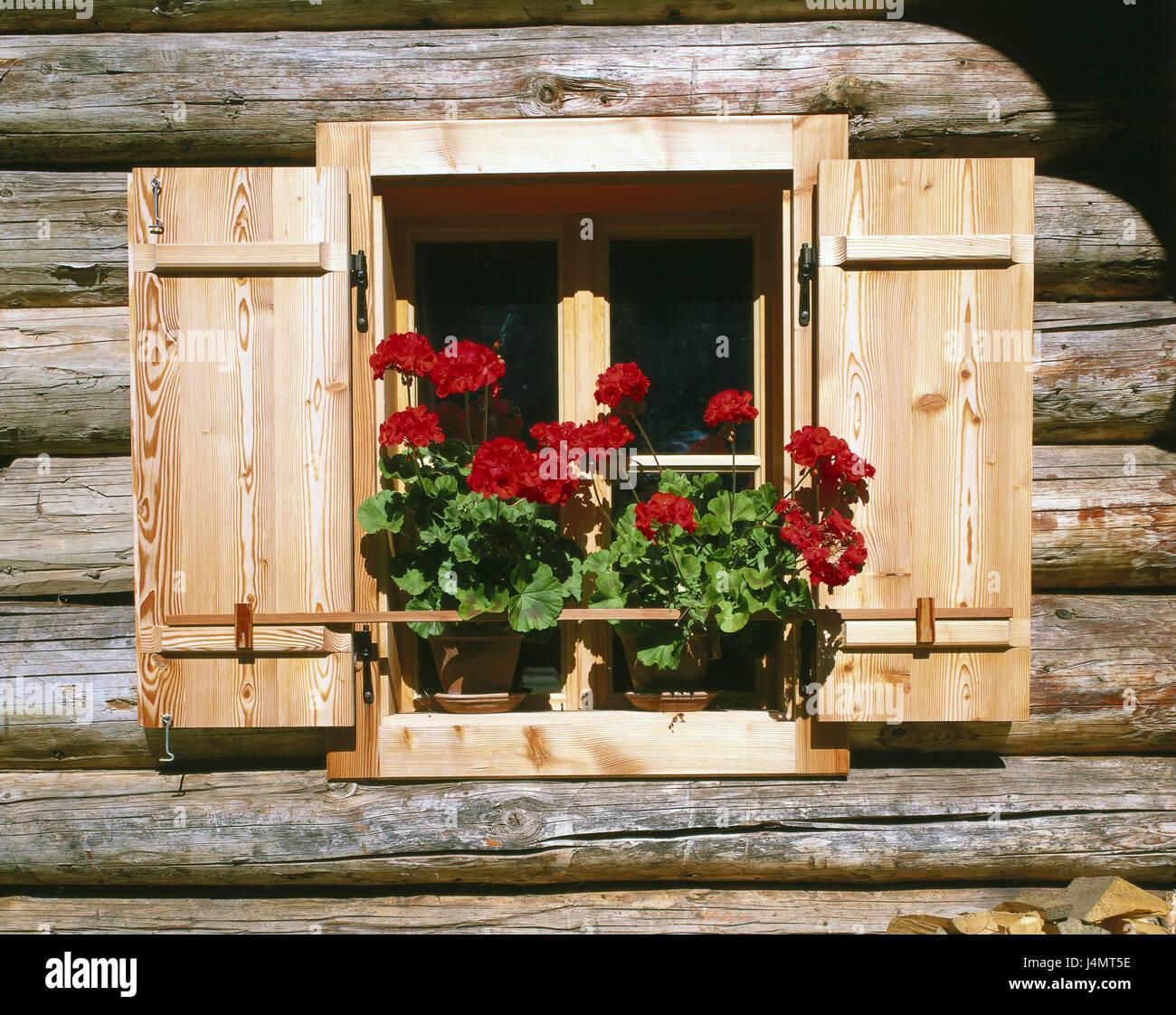 bauernhaus holzfassade detail fenster geranien europa sterreich salz kammer eigenschaft. Black Bedroom Furniture Sets. Home Design Ideas