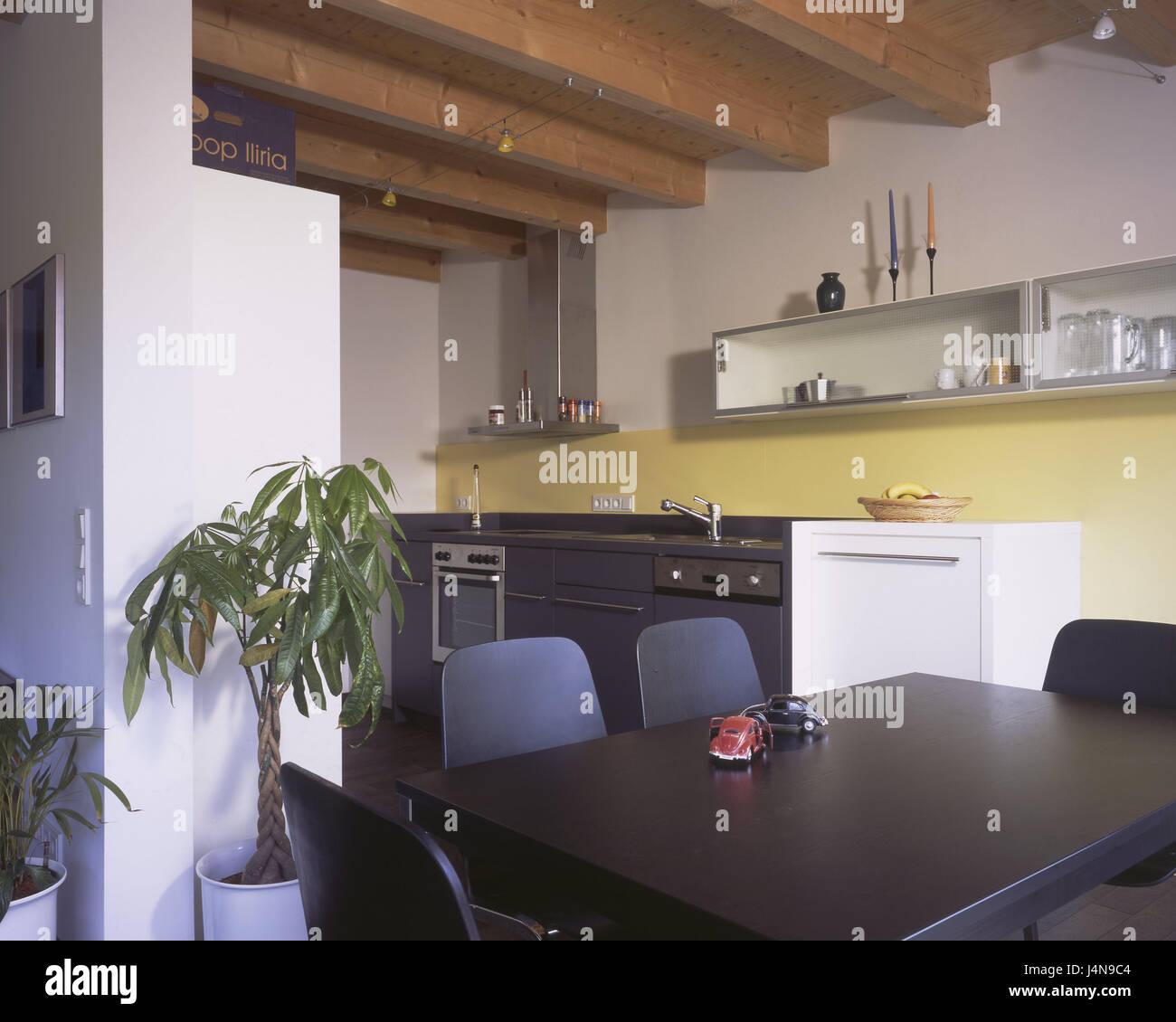 Wohnhaus, lebendigen Platz, Küche, Wohnzimmer, Esstisch, Stühle ...