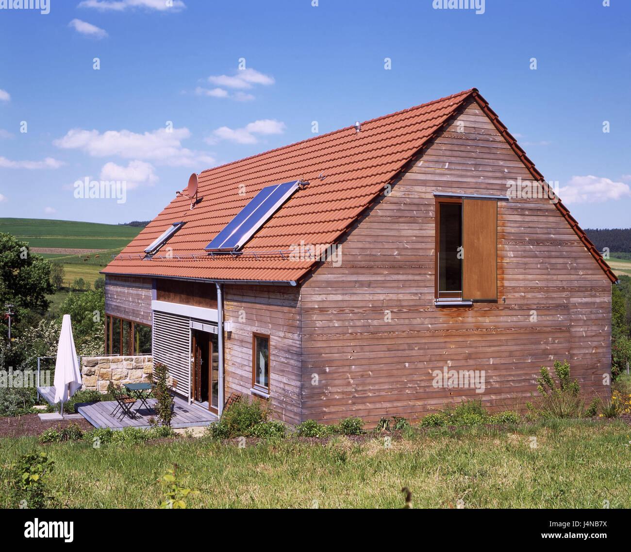 H gellandschaft einfamilien wohnhaus landschaft haus for Holzhaus wohnhaus