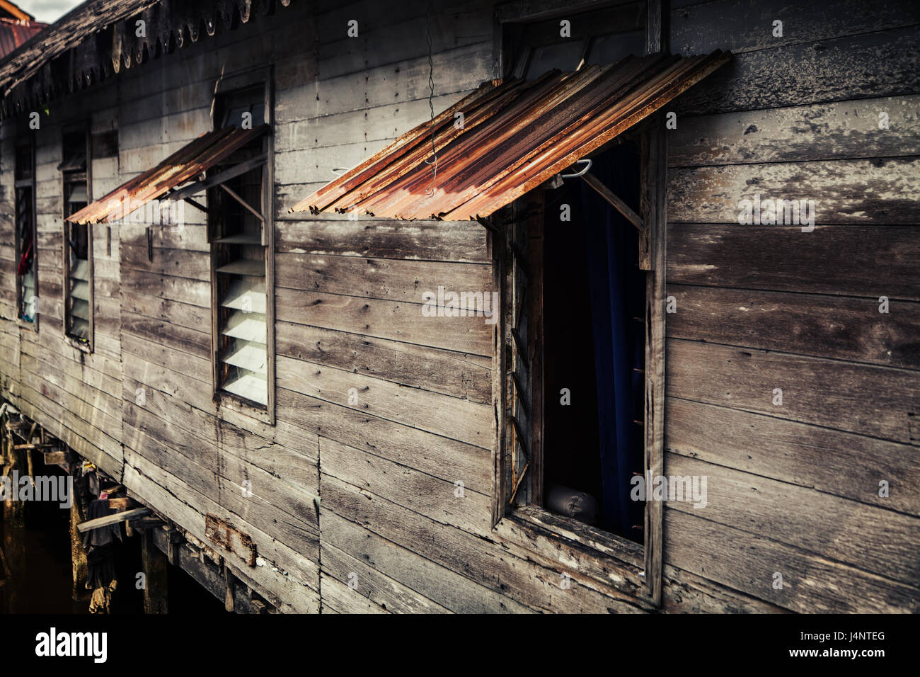 wooden house shack on stilts stockfotos wooden house shack on stilts bilder alamy. Black Bedroom Furniture Sets. Home Design Ideas