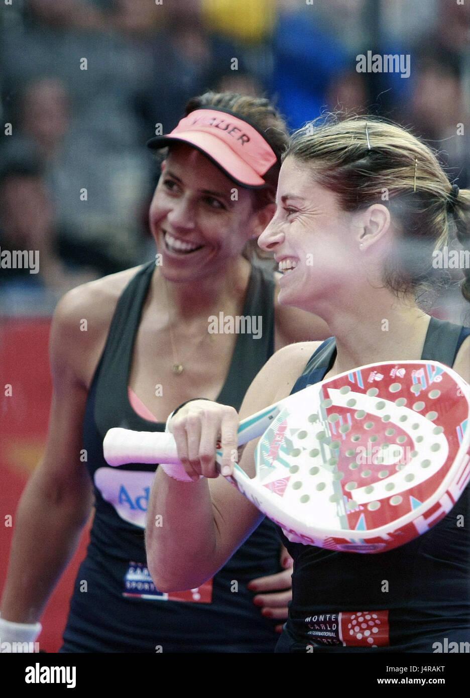 """Der spanische Spieler Marta Marrero (L) und Alejandra Salazar während die Padel """"Welttournee"""" A Coruna Open Frauen Stockfoto"""