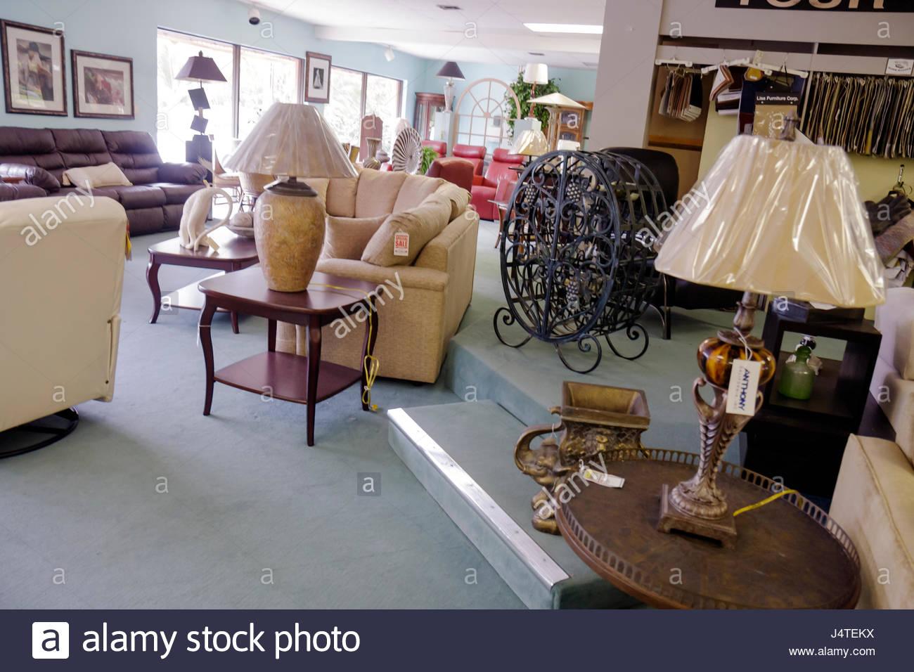 naples florida mobel shop geschaft einzelhandel showroom couch sofa tischleuchte moblierung dekor einkaufen