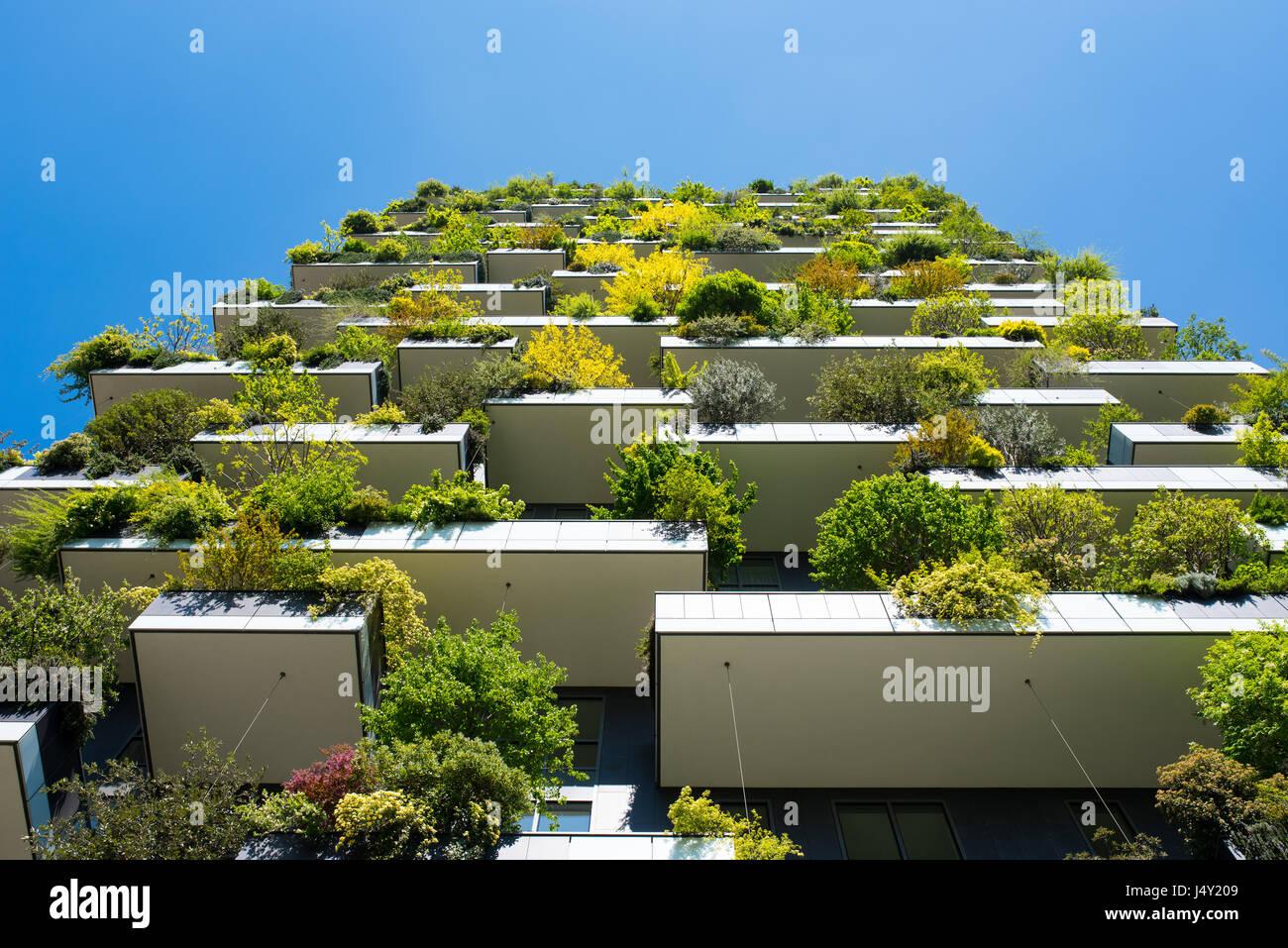 ökologische Architektur | Modernen Und Okologischen Wolkenkratzern Mit Vielen Baumen Auf Jeden