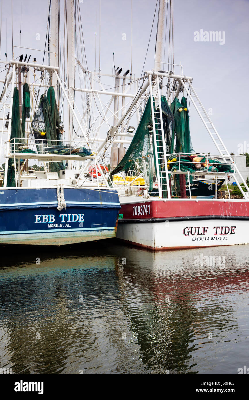 Alabama Bayou La Batre Kommerzielle Garnelen Fischereiflotte Boot Angedockt Pier Wirtschaft Fischindustrie Golf Von Mexiko