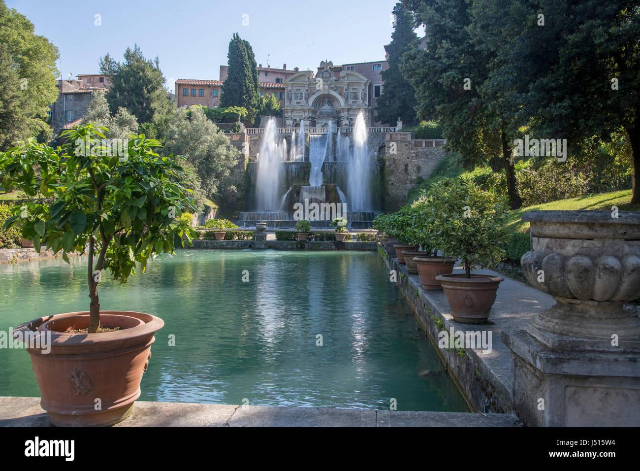 Blick in Richtung der Fischteiche, der Neptun-Brunnen (Fontana di Nettuno) und der Brunnen der Orgel, Villa d ' Stockfoto