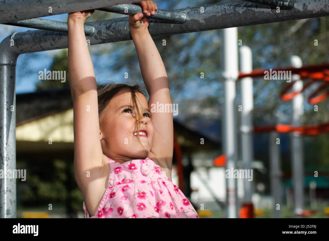 Klettergerüst Monkey Bar Gebraucht : Kind klettergerüst garten rm video in k