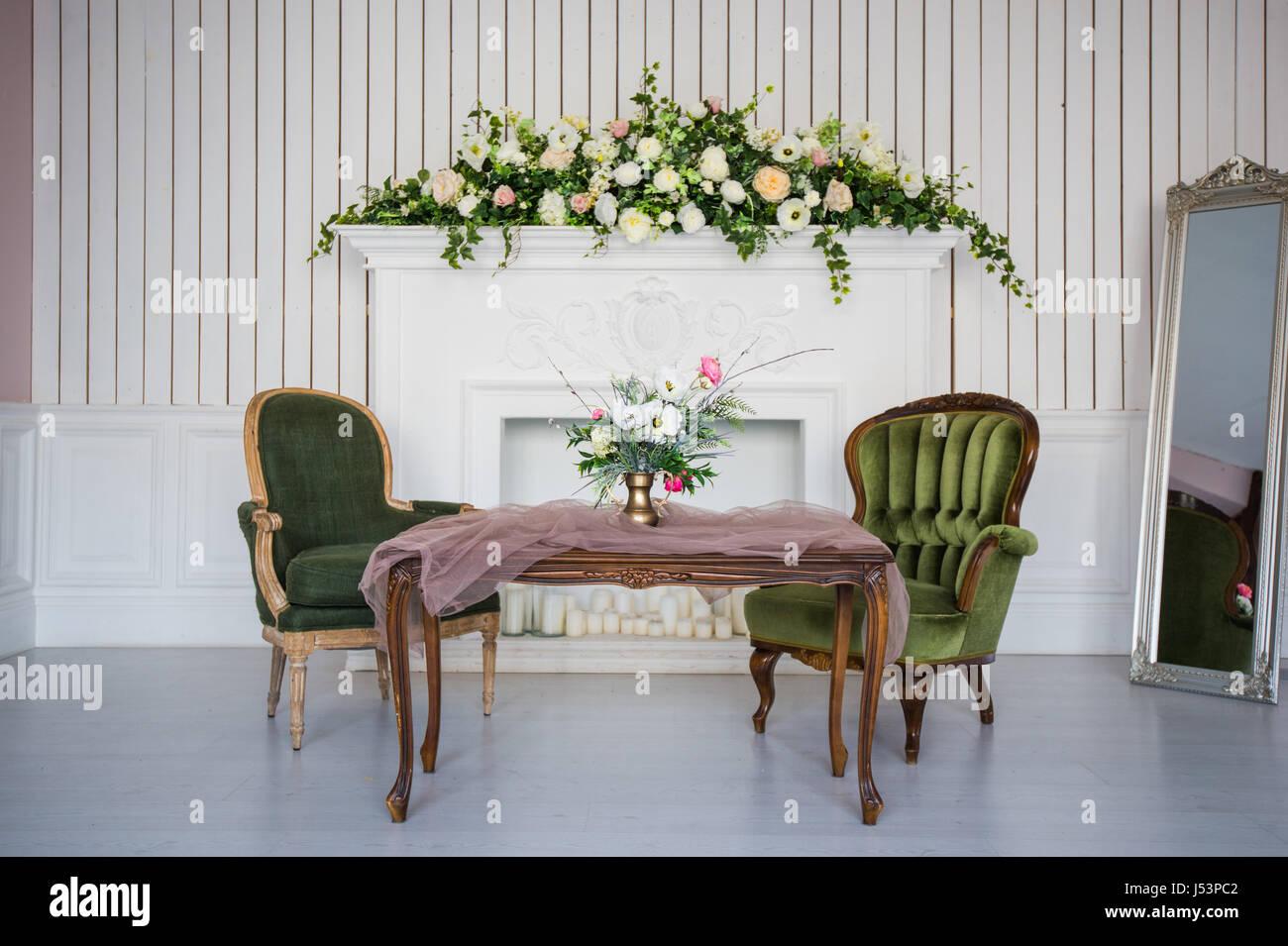 Vintage Wohnzimmer Im Retro Stil Sessel Kamin Tisch Und Spiegel