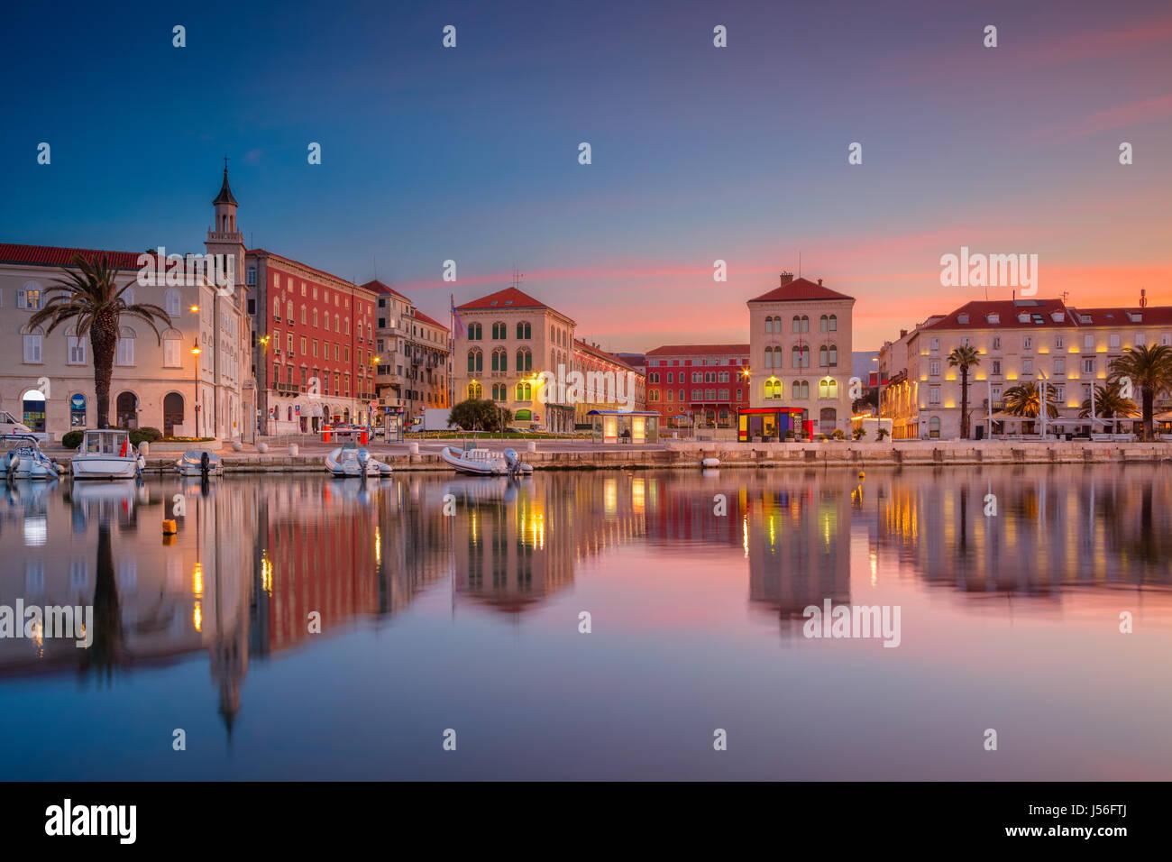 Split. Schöne romantische Altstadt von Split im wunderschönen Sonnenaufgang. Kroatien, Europa. Stockbild