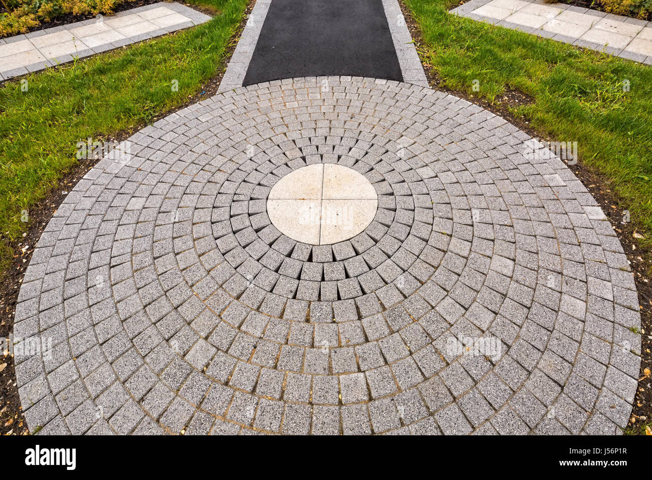 kreis pflaster betonboden außendekoration stockfoto, bild: 140905235