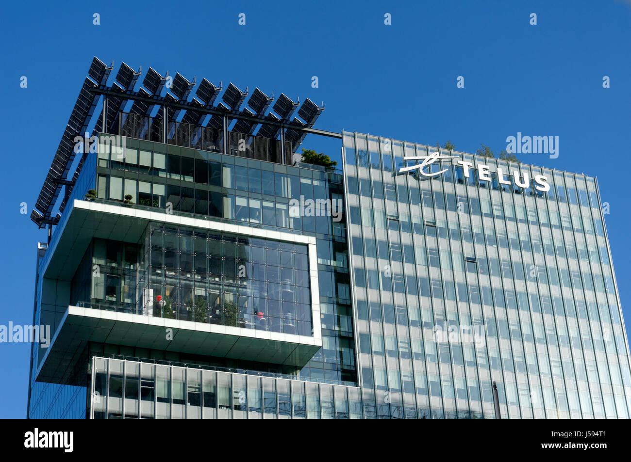TELUS-Garten-Büro-Aufsatz zeigt auf dem Dach Sonnenkollektoren in der Innenstadt von Vancouver, BC, Kanada Stockbild