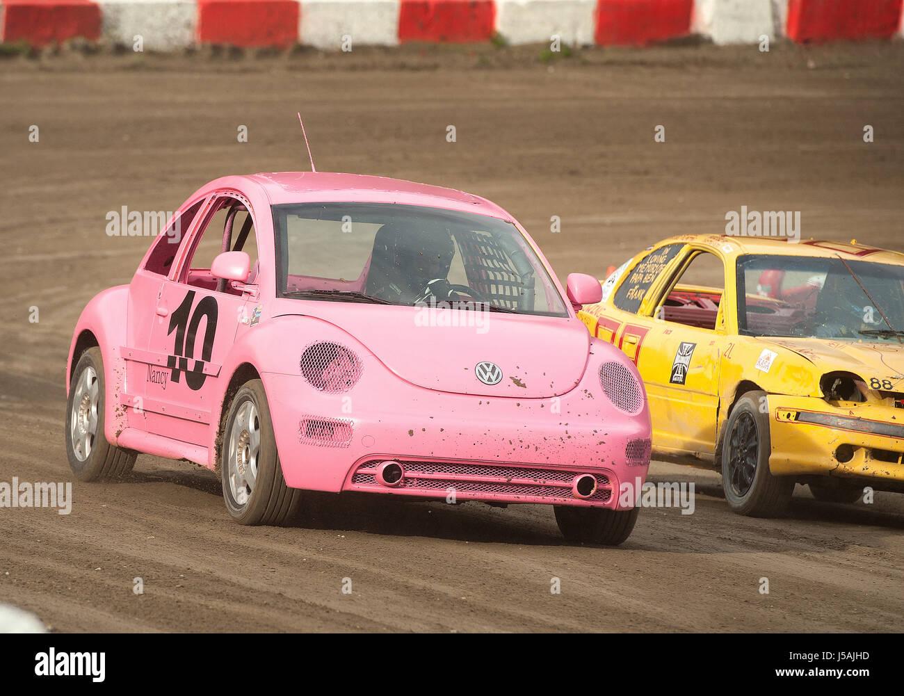 Kleine Stadt Dirt-Track Stock-Car-Rennen.  Hausgemachte Rennwagen auf einem Feldweg.  Pemberton BC, Kanada Stockbild
