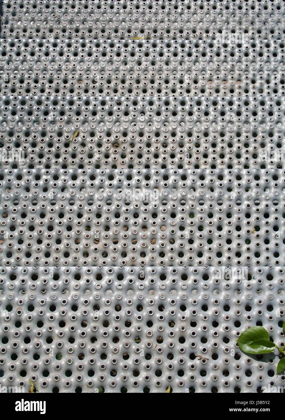 treppen metall au en wetterfest gestanzten trittbretter gitter gitter gitter eisen stockfoto. Black Bedroom Furniture Sets. Home Design Ideas