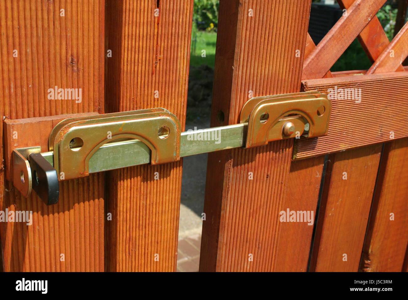 garden gate lock bolt stockfotos garden gate lock bolt bilder alamy. Black Bedroom Furniture Sets. Home Design Ideas