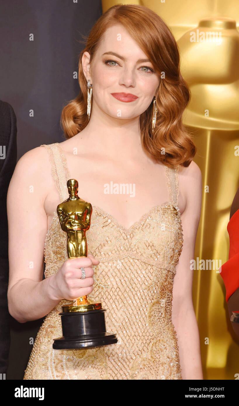Emma stone uns schauspielerin mit ihren oscar als beste - Academy awards 2017 download ...