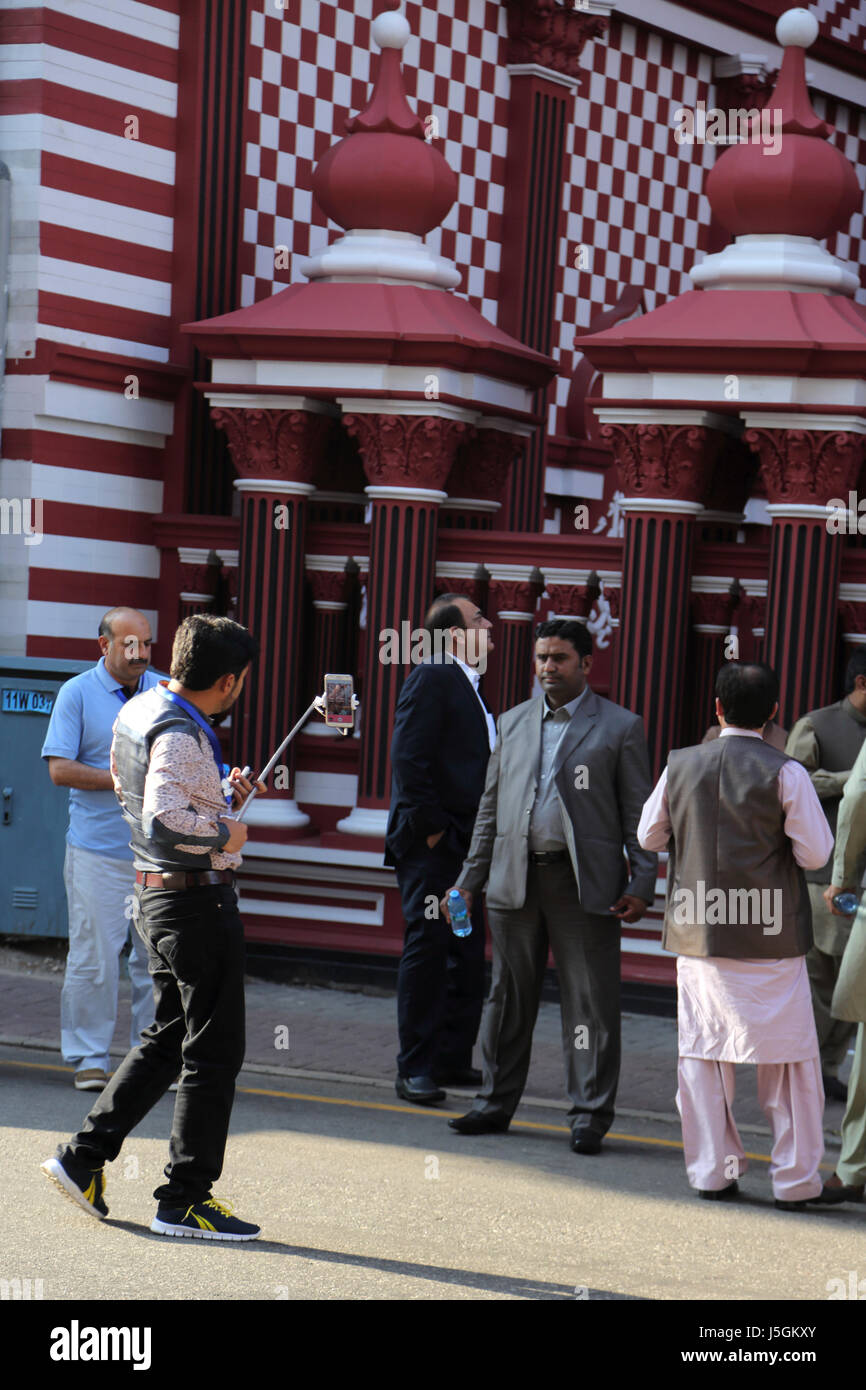 Jami-Ul-Alfar Moschee Pettah Colombo Sri Lanka islamischen Touristen fotografieren mit ihrer smart Phones Stockbild