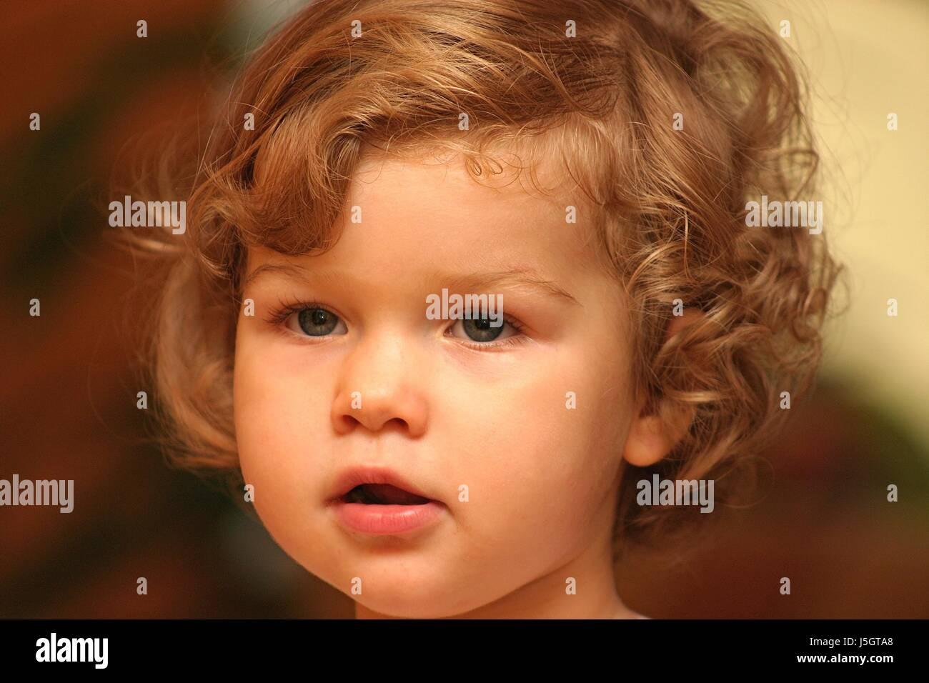 Mund Portrat Augen Haare Lippen Baby Nase Frisur Locken Kinder